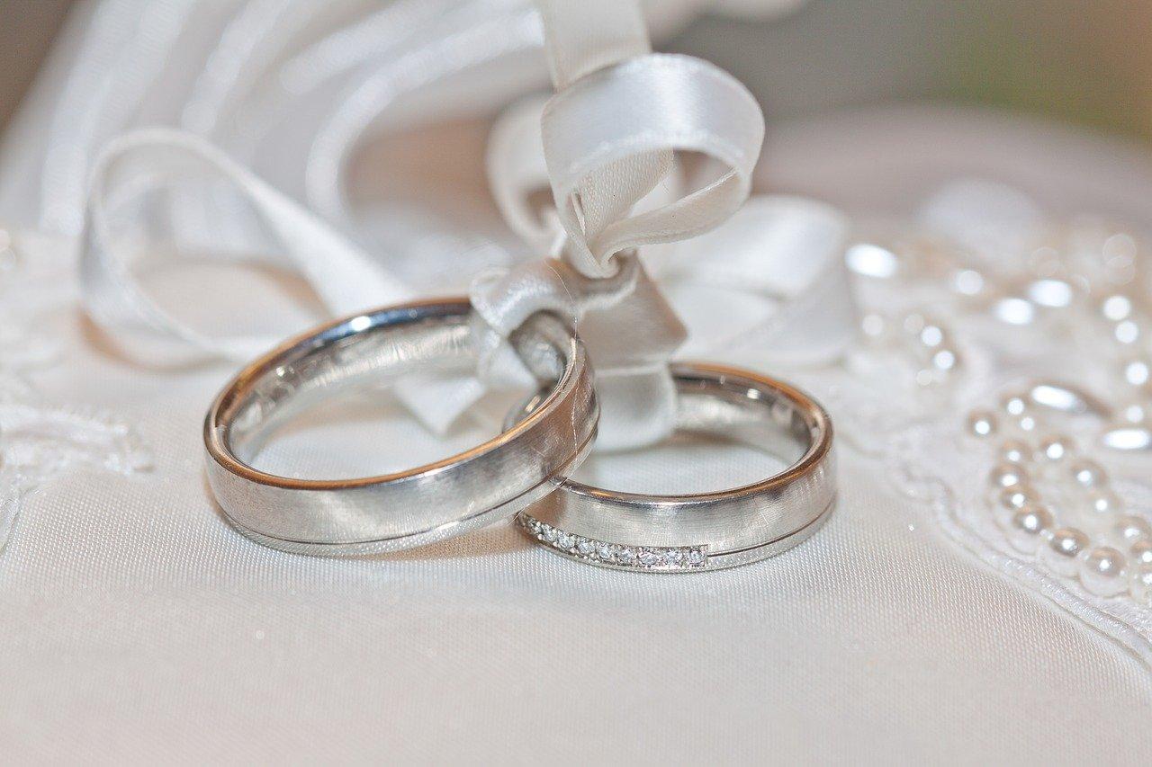 Eine Hochzeitskarte schafft Nähe